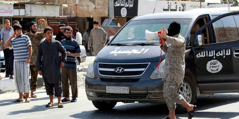 François Hollande souligne la difficulté de frapper l'EI en Syrie