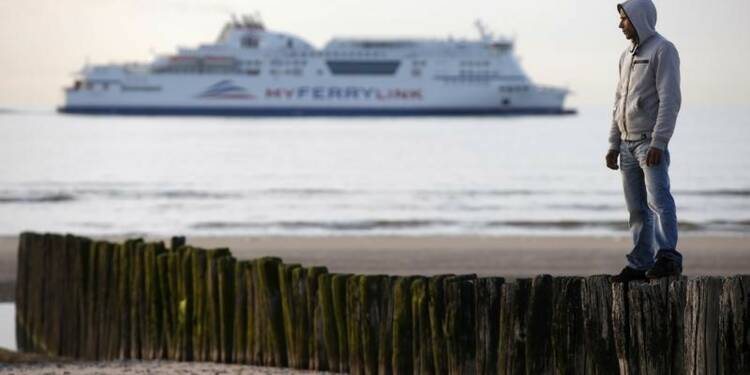Les migrants de Calais prêts à tout pour traverser la Manche