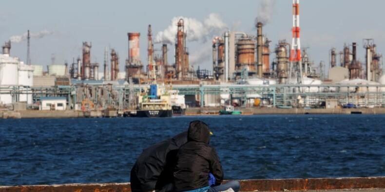 """Les """"Abenomics"""" à la peine au Japon, les défis s'accumulent"""