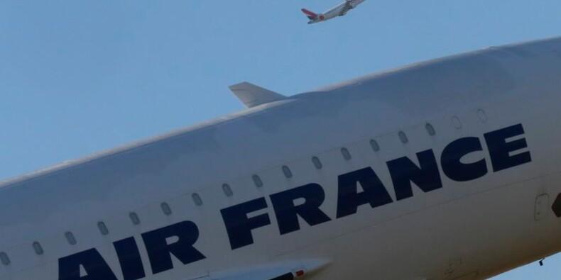 Manuel Valls appelle à la fin de la grève à Air France