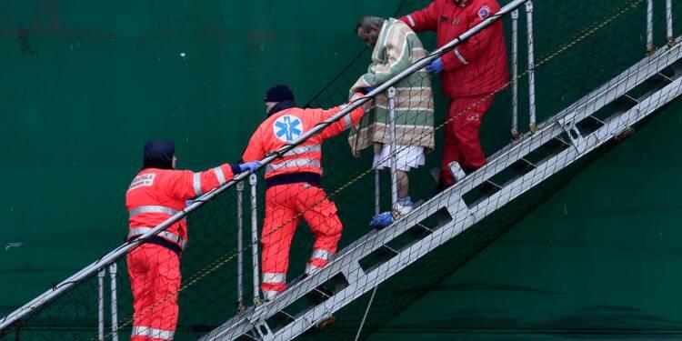 Fin de l'évacuation du ferry incendié dans l'Adriatique, 10 morts