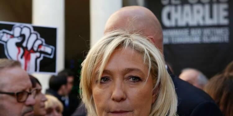 Marine Le Pen défile dans le Gard