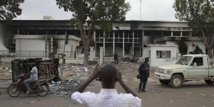 Le lieutenant-colonel Isaac Zida prend le pouvoir au Burkina Faso