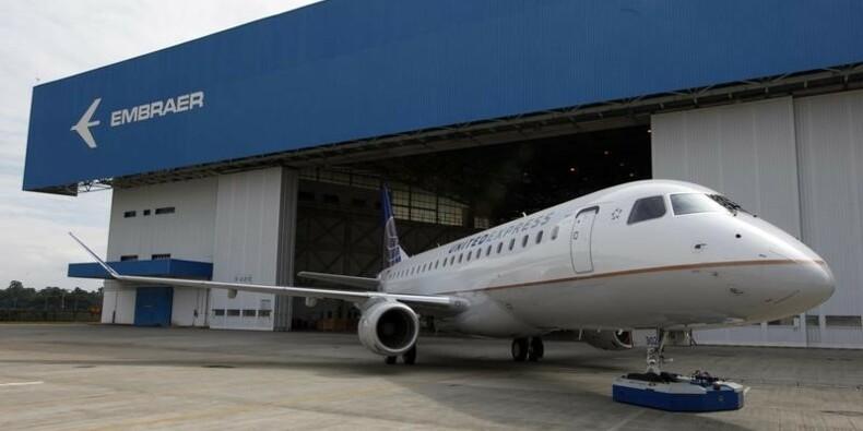 Embraer annonce une commande de 100 avions