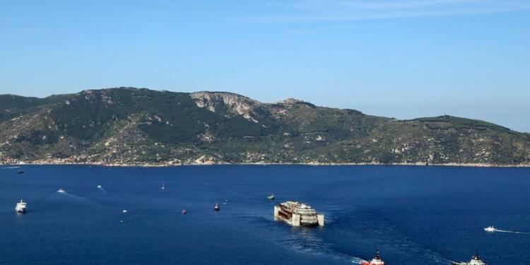 Le Costa Concordia entame son dernier voyage vers Gênes