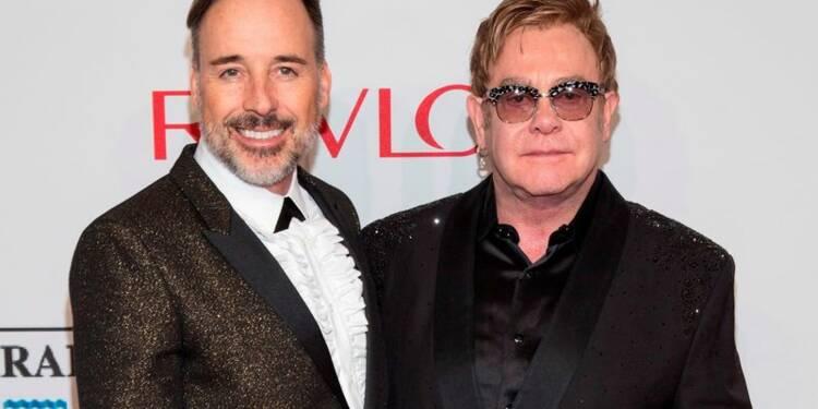 "Elton John et son compagnon David Furnish se sont dit ""oui"""
