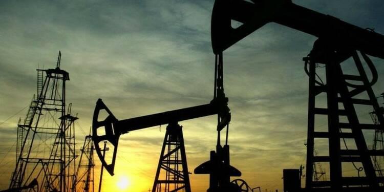 Les cours du pétrole poursuivent leur chute, le baril WTI sous 50 dollars