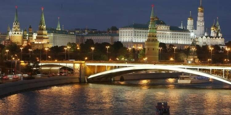 S&P place la note de la Russie sous surveillance négative