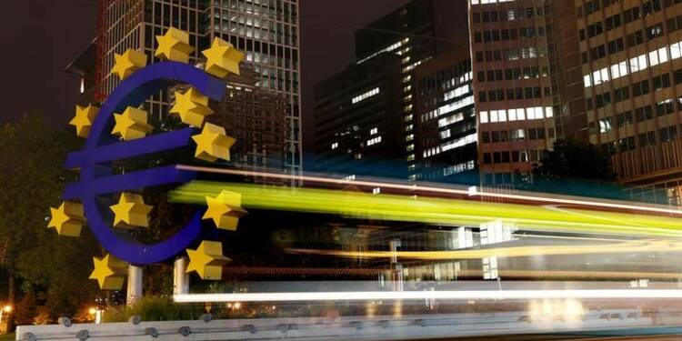 L'économie de la zone euro résiste mais reste faible