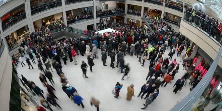 Les ventes au détail rebondissent fortement en Grande-Bretagne