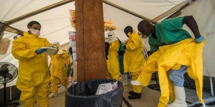 Ebola: blocus en Sierra Leone, état d'urgence au Liberia