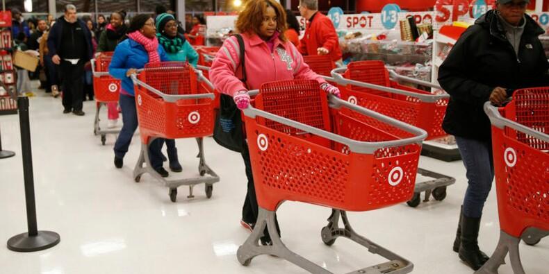 Les Américains ont moins dépensé en magasins à Thanksgiving