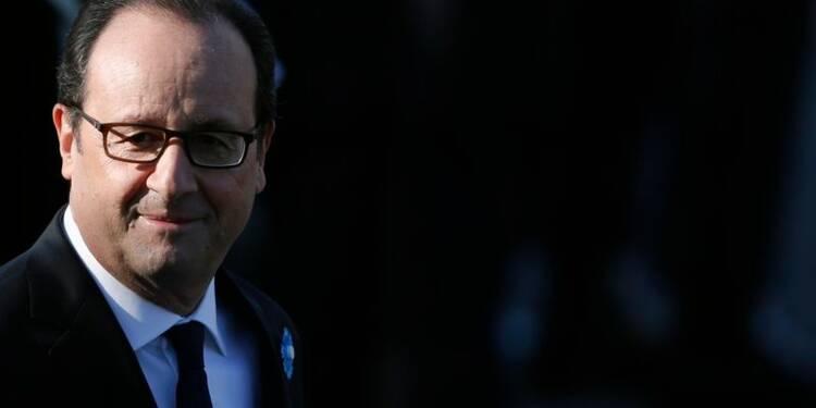 Légère embellie pour François Hollande dans un sondage OpinionWay