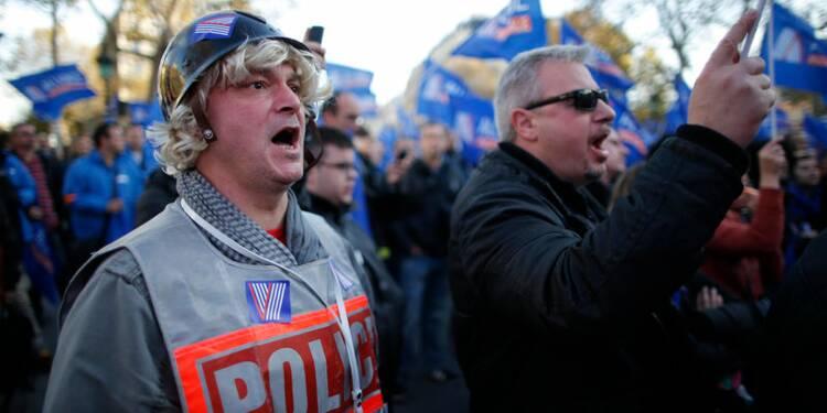 """Des policiers manifestent à Paris pour dire leur """"ras-le-bol"""""""