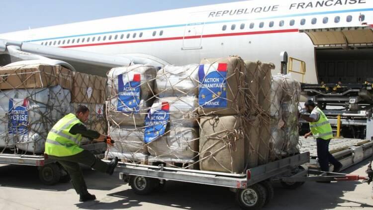 Fabius exclut d'intervenir en Irak, pas de livrer des armes