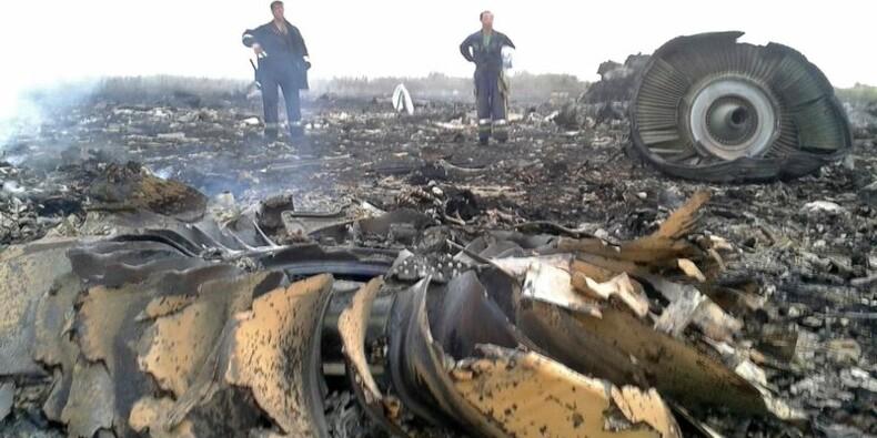 Un Boeing malaisien abattu en Ukraine, les deux camps s'accusent