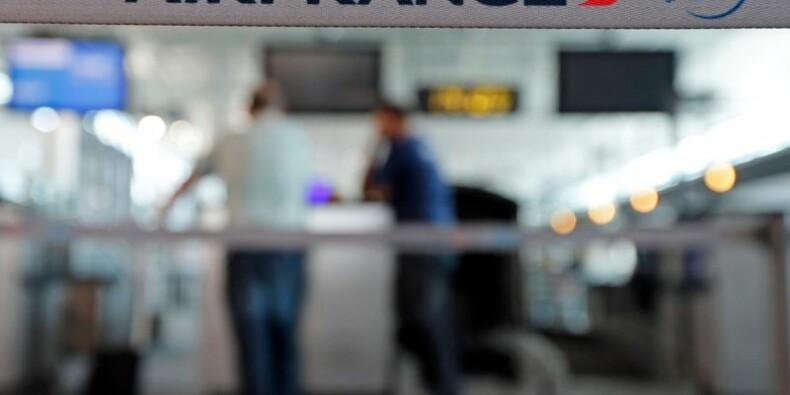 La grève à Air France se prolonge, moins de vols dimanche