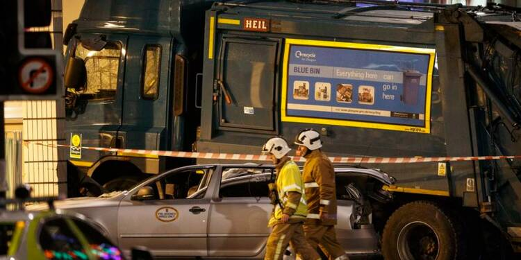 Six personnes tuées par un camion poubelle à Glasgow