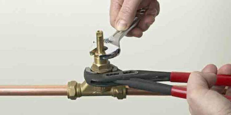 Plombiers : ce sont aussi des pros pour siphonner votre porte-monnaie