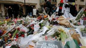 Hollande promet la vérité aux proches des victimes des attentats