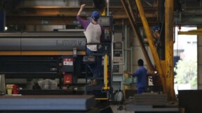 L'industrie cale en Europe et en Asie, ralentit aux Etats-Unis