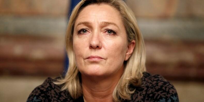 """Marine Le Pen salue la """"gifle monstrueuse"""" de la Grèce à l'UE"""