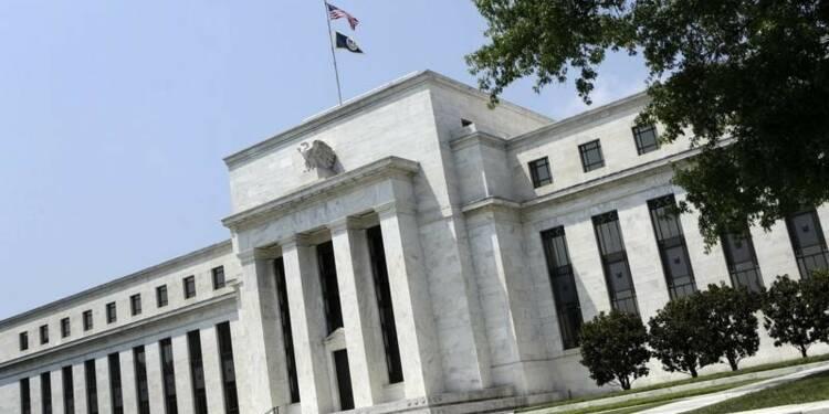 La Fed juge que l'activité économique continue de s'améliorer