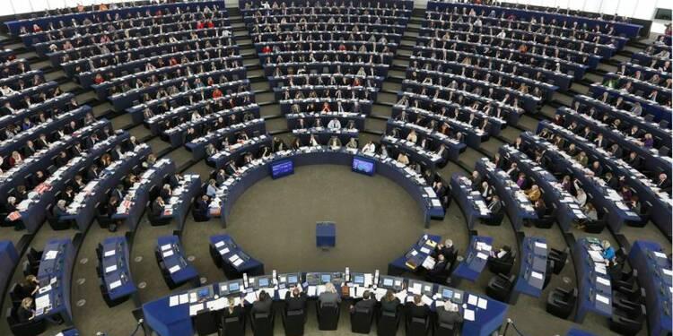 Les eurodéputés rejettent la motion de censure contre la CE