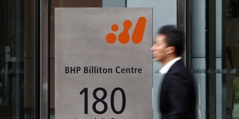 BHP scinde des actifs, déçoit sur le rachat d'actions