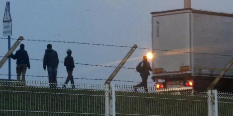 Accord franco-britannique pour gérer l'immigration à Calais