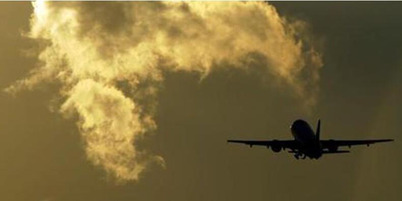 Les prévisions de bénéfices des compagnies aériennes revues en hausse grâce à la chute des cours du pétrole