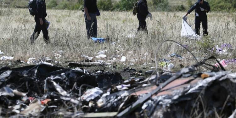 Les experts sur le site du crash du vol MH17 malgré les combats