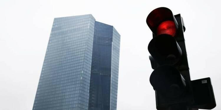 """La BCE songerait à quitter la """"troïka"""" sur la Grèce"""