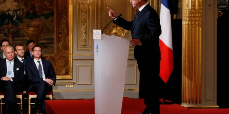 """Président """"contre vents et marées"""", Hollande espère des résultats"""