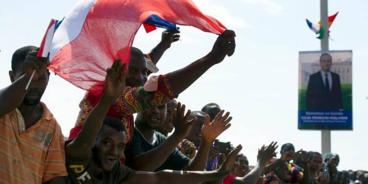 Hollande vient soutenir la Guinée dans sa lutte contre Ebola