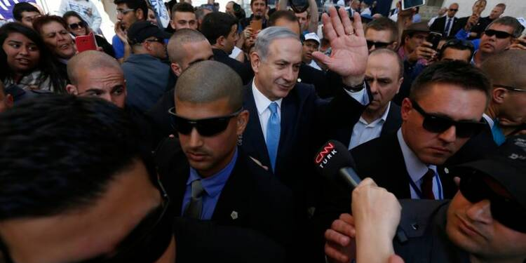 """Benjamin Netanyahu revendique """"une grande victoire"""" en Israël"""