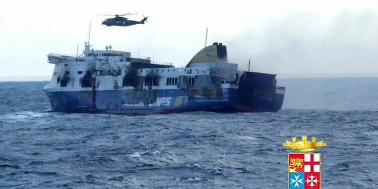 Deux marins tués, confusion sur le bilan du ferry incendié