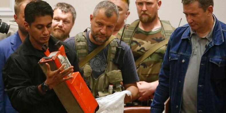 Les boîtes noires du vol MH17 remises à la Malaisie