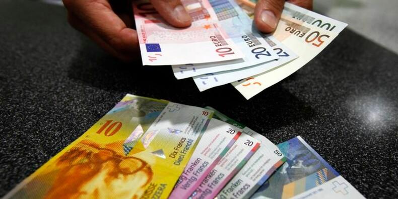 La Banque nationale suisse surprend, renonce à freiner le franc