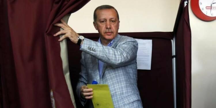 Erdogan remporte la présidentielle turque avec 52% des voix