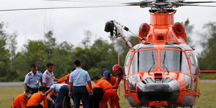 Recherches suspendues en mer de Java, sept corps repêchés