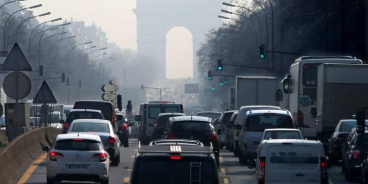 La maire de Paris veut bannir autocars et camions polluants