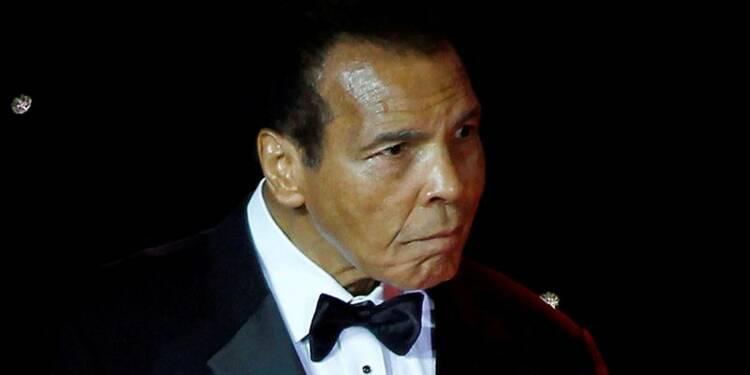 L'ancien boxeur Mohamed Ali hospitalisé pour une pneumonie