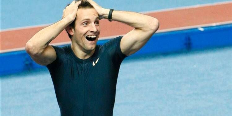 Athlétisme: le perchiste Lavillenie bat le record de Bubka