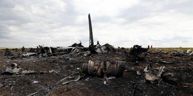 Un avion abattu dans l'est de l'Ukraine, 49 tués