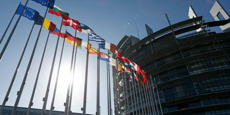 Hollande et Merkel divergent sur l'analyse du vote aux européennes