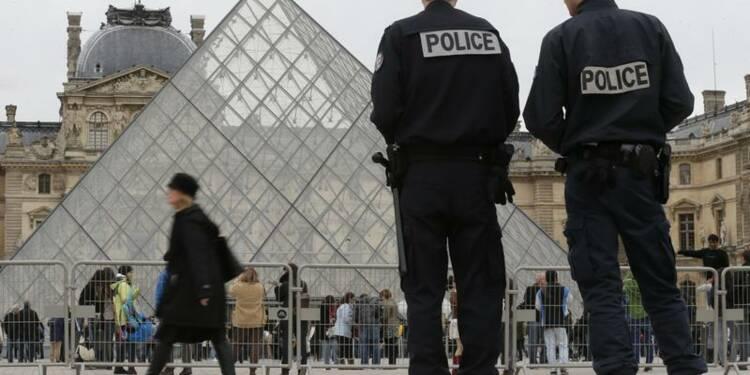 Plus de policiers et moins de vols au Louvre