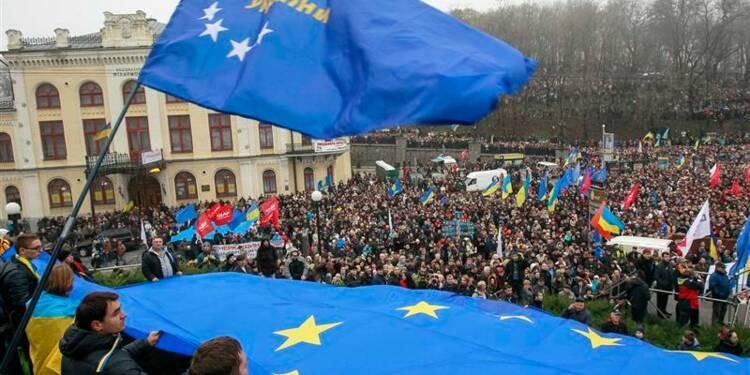 Manifestation à Kiev contre l'arrêt des négociations avec l'UE