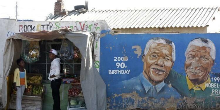 """Mandela hospitalisé, les Sud-Africains prient pour """"Madiba"""""""