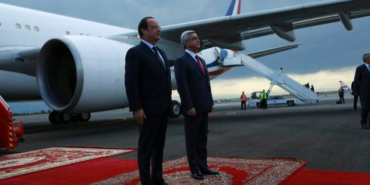Hollande condamne à Erevan toute négation du génocide arménien